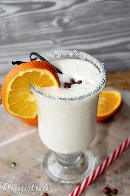 Shake bananowy z lodami waniliowymi i pomarańczą