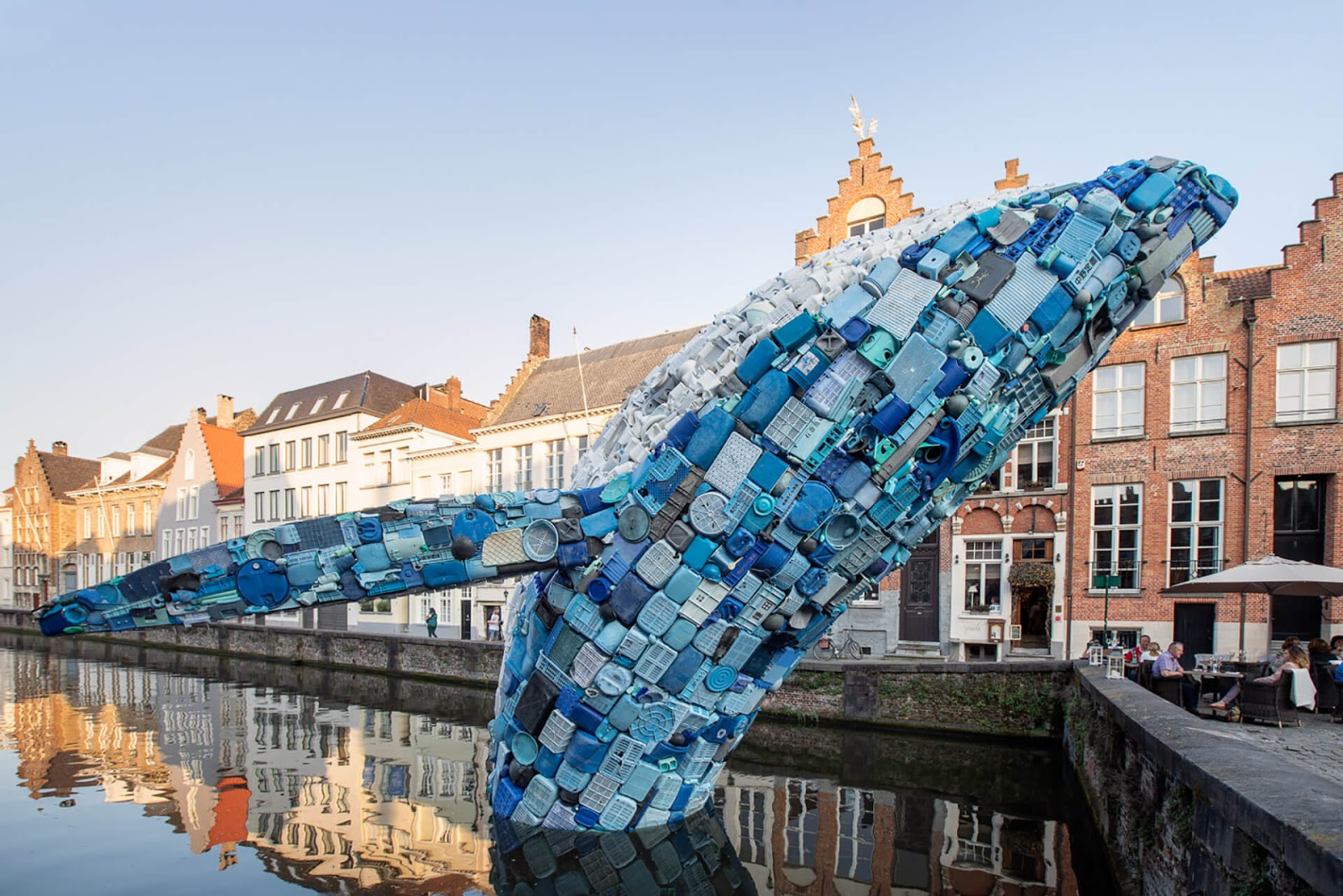 38-Foot-Tall Whale Was Made Of 10,000 Pounds of Plastic Waste Found In The Ocean As A Way To Raise Awareness