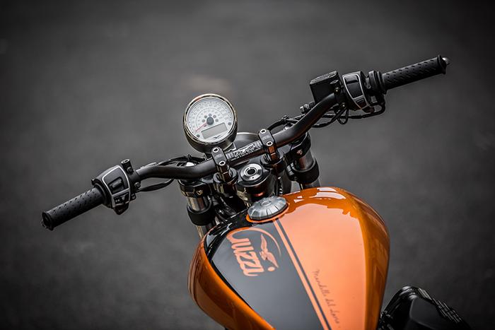 Moto Guzzi V9 Bobber Renthal handlebars