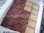 Prajitura cu crema de gris preparare reteta - asezam cel de-al doilea strat de biscuiti