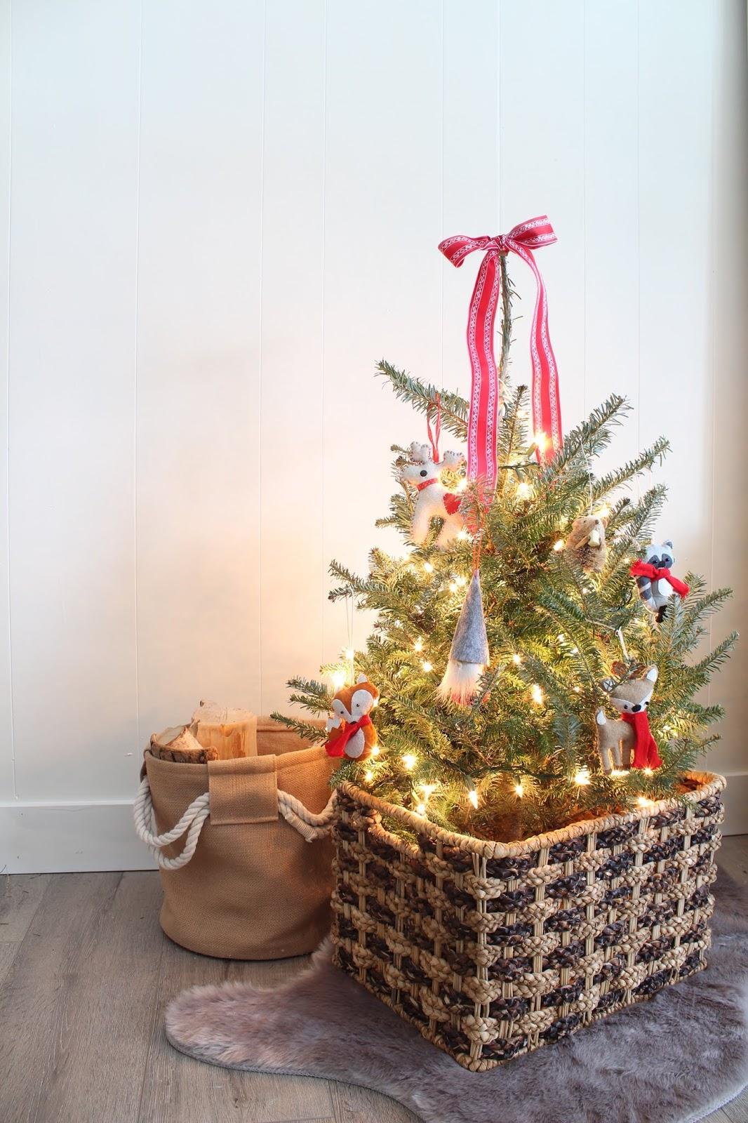 mini-christmas-tree-decorations