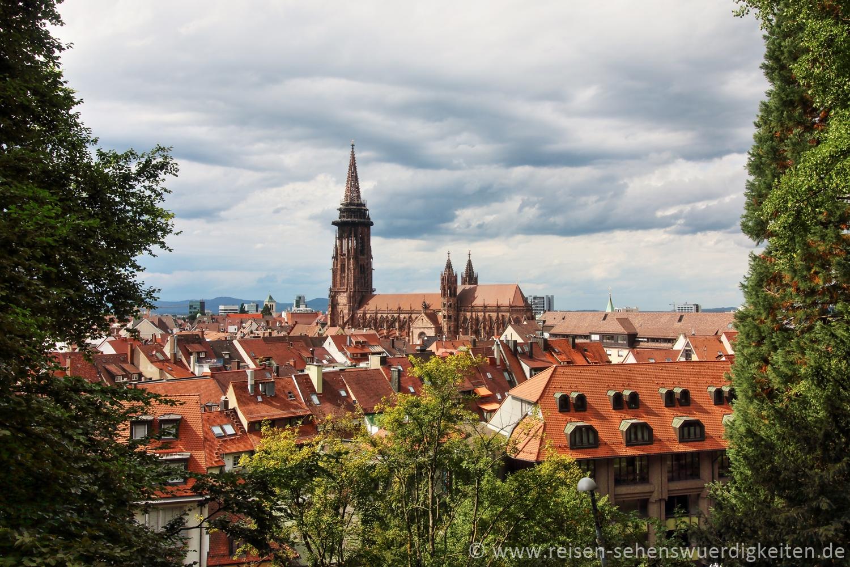 Freiburg, Blick vom Schlossberg über die Dächer von Freiburg