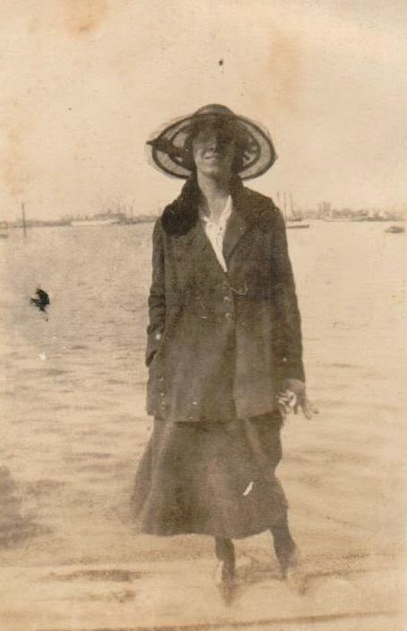 Unknown woman 1919 possibly in New York  http://jollettetc.blogspot.com