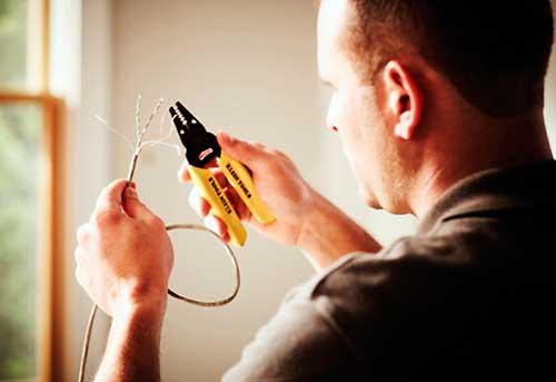 Instalaciones eléctricas residenciales - Conectando cable de red