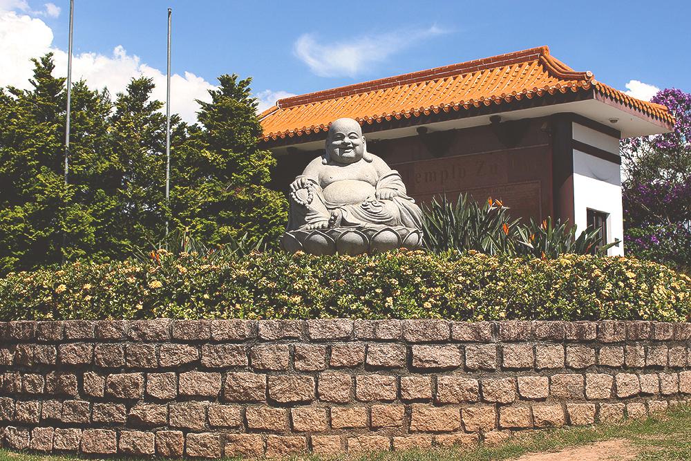 Estátua Buda templo zu lai