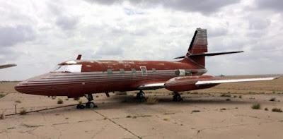 Foto del avión de elvis en la actualidad, bastante deteriorado
