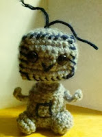 http://cf.ltkcdn.net/crafts/files/1682-Amigurumi-Robot.pdf
