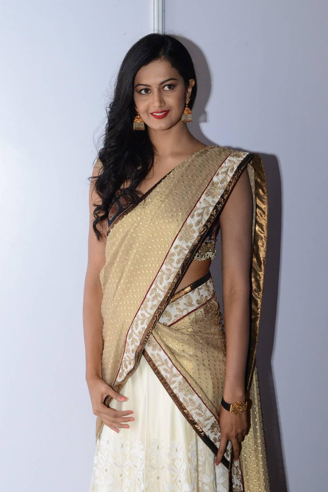 Actress Shubra Aaiyappa Hip Show In White Saree