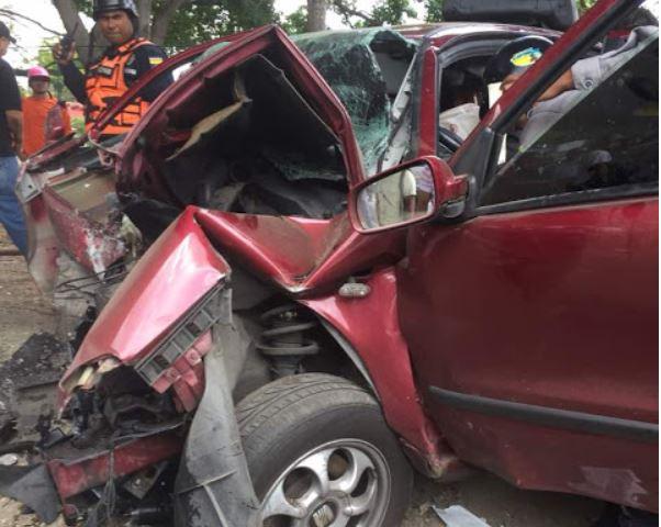 Se quedó atrapado dentro de su carro tras chocar en la Francisco Fajardo