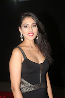 Madhu Shalini in a Glamorous Deep neck Black Sleeveless Dress at Mirchi Music Awards South 2017 ~  Exclusive Celebrities Galleries 006.JPG
