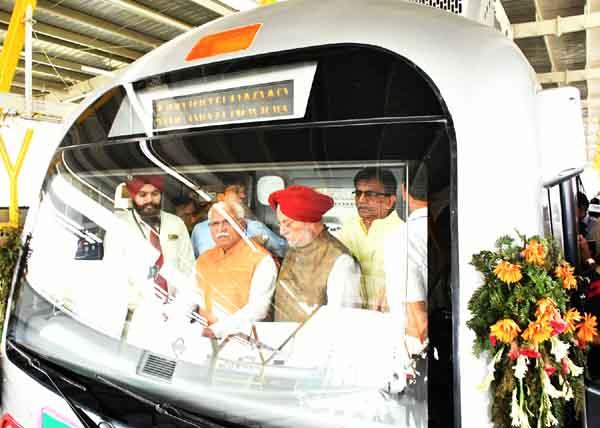 प्रधानमंत्री ने किया मुंडका-बहादुरगढ़ मैट्रो का लोकार्पण और मुख्यमंत्री ने दिया पीएम को केएमपी के उद्घाटन का निमंत्रण