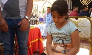 """أصغر ناجية فى حادث المنيا: """"أمى غطتنى بالشنطة والإرهابيين مشافونيش"""""""
