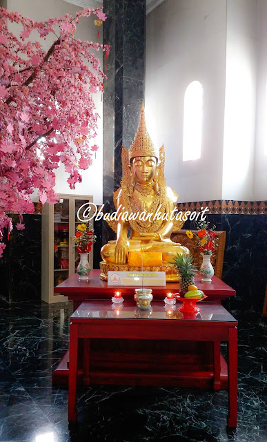 wishing tree di samping rupang budha