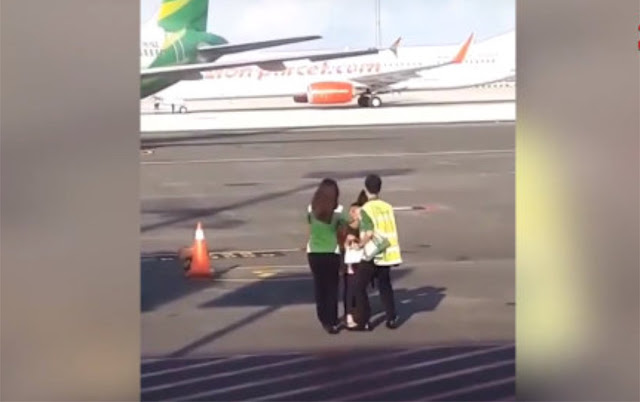 Heboh Emak-emak Lari ke Apron Bandara Ngurah Rai Demi Kejar Pesawat