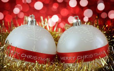 Christmas_white_balls_wallpapers_Merry
