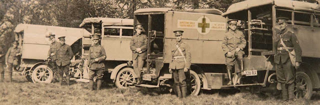 Ralph Vaughan Williams (far right) with the Royal Army Medical Corps (Photograph© Vaughan Williams Charitable Trust)