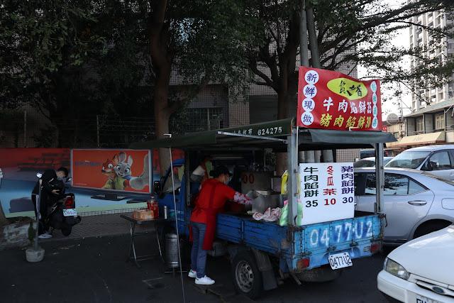 IMG 7713 - 【竹南美食】永貞路中華電信前的好吃蔥油餅,就連食尚玩家也推薦,當地人的最愛的下午點心,旁邊的餡之香也是一級棒!