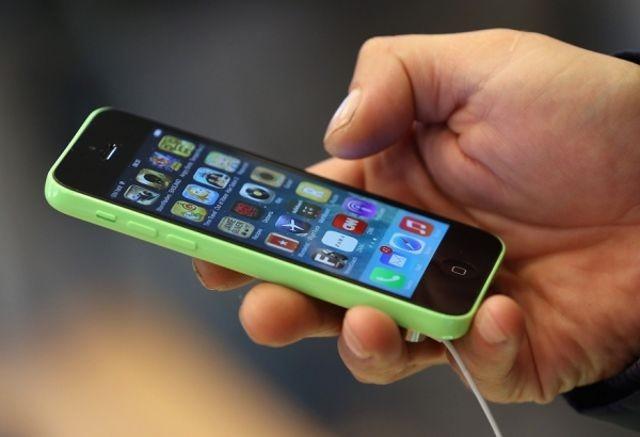 """مدير """"FBI"""" يصرح أن المكتب غير قادر على فك تشفير أجهزة أيفون التي تم اطلاقها بعد """"iPhone 5C"""""""