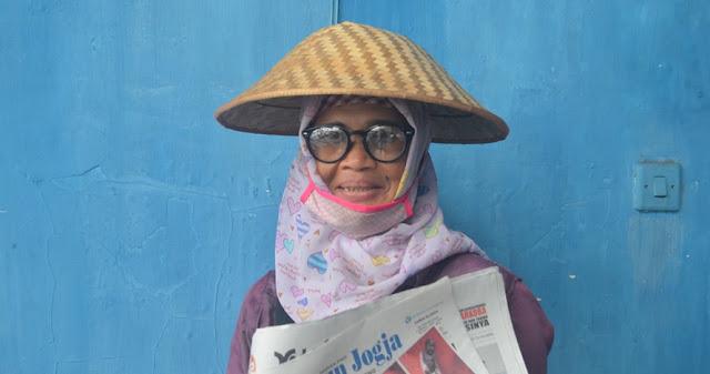 Kisah HANI...Dulu Sering Dihina dan Dianggap Rendahan, Sekarang Penjual Koran ini Tampil Modis