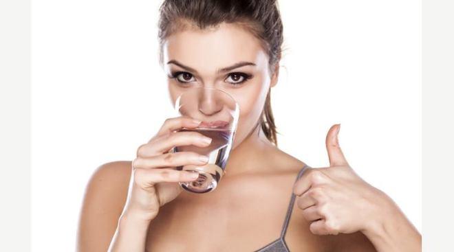 7 Manfaat Kesehatan Minum Air Putih Hangat Setiap Pagi
