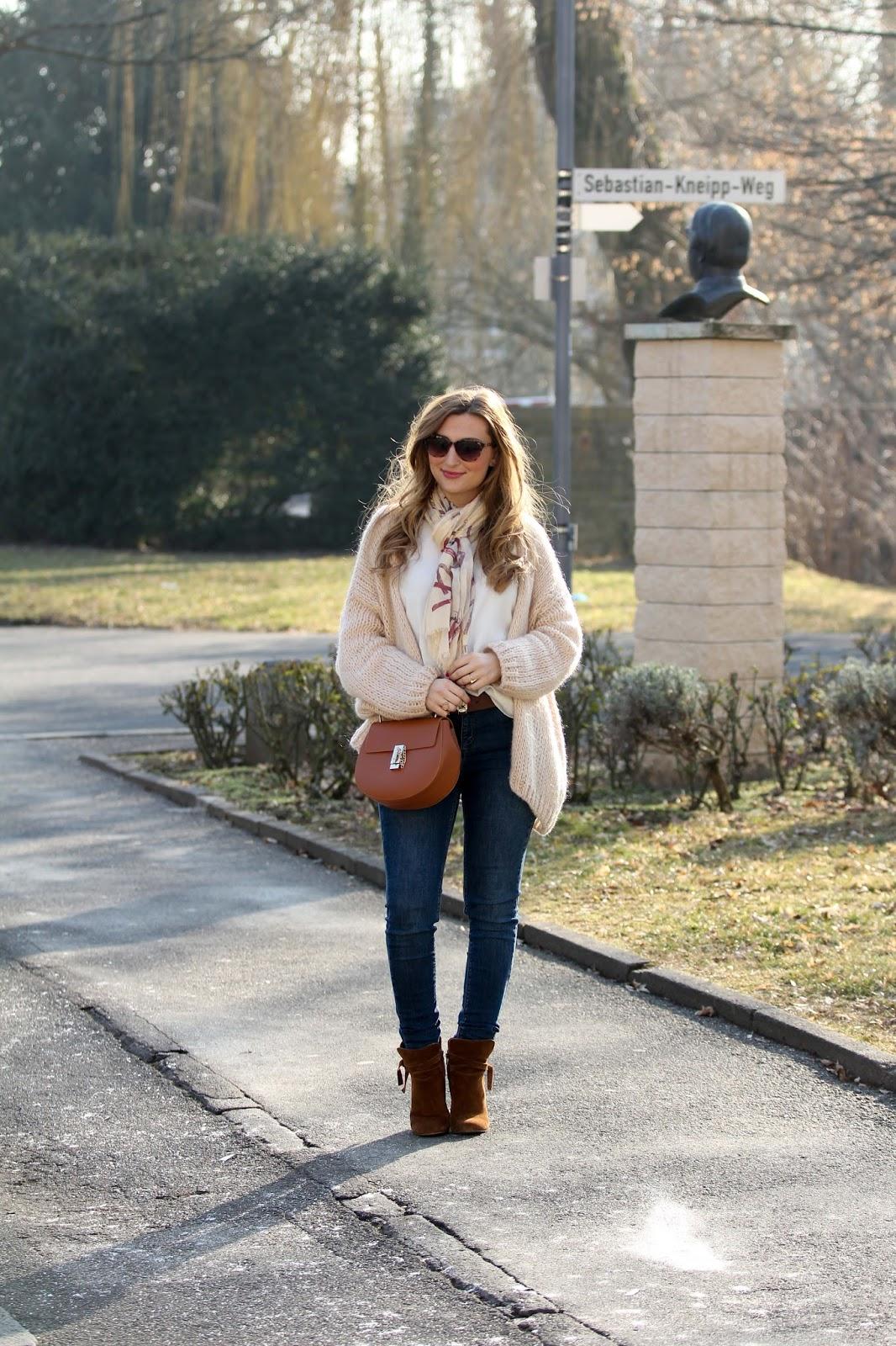 Fashionstylebyjohanna-valentino-schal-chloe-drew-bag-Braune-stiefelleten-braune-wildleder-stiefeletten