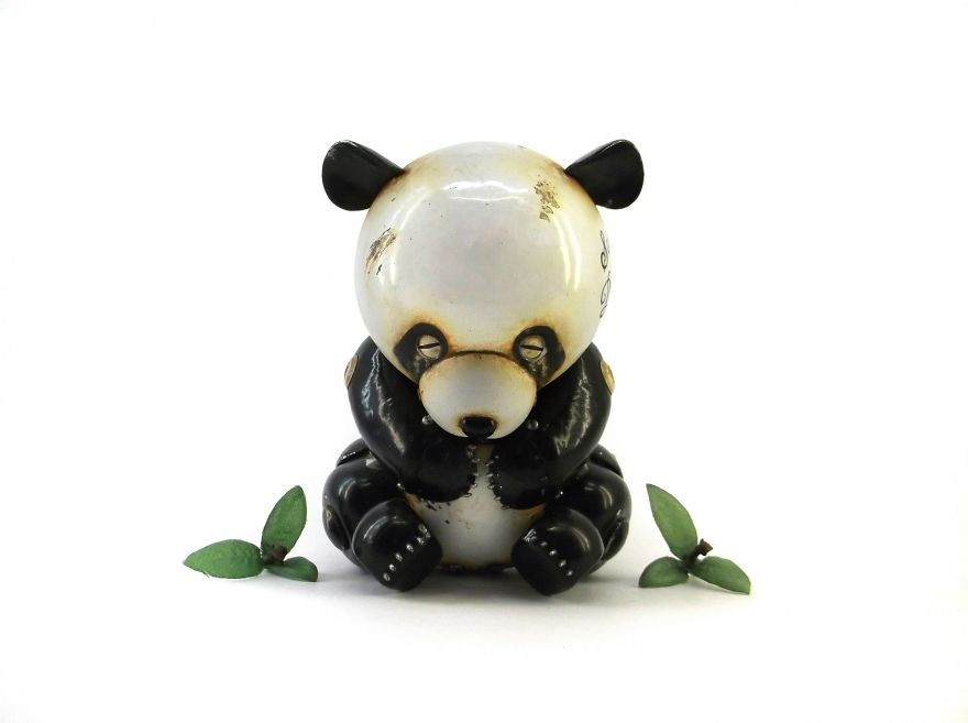 10-Panda-Igor-Verniy-Recycled-and-Upcycled-Animal-Steampunk-Sculptures-www-designstack-co