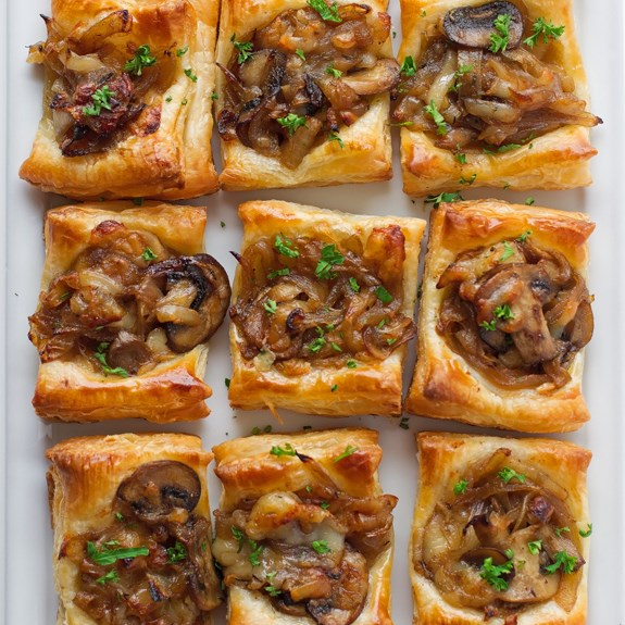 Gruyere, Mushroom, & Caramelized Onion Bites #appetizer #pastryrecipe