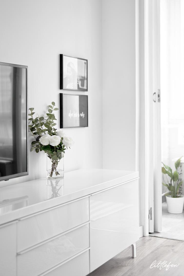 white nordic style living-room / salón nórdico decorado en blanco