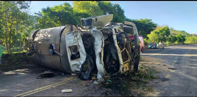 Rozelio Alves Garcia, de 54 anos, morreu ao tombar com o caminhão no kM 75 da RJ-186, em São José de Ubá, no Noroeste Fluminense, na tarde de quinta-feira (11/04).
