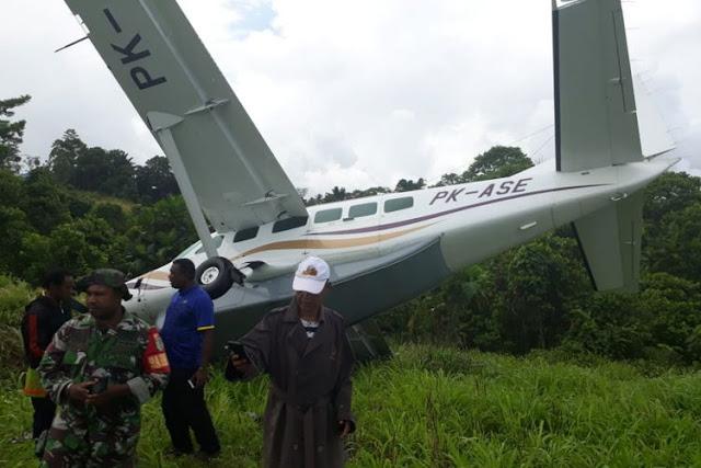 Pesawat Alfa Trans Tergelincir di Bandara Kasonaweja Papua, 7 Penumpang Selamat