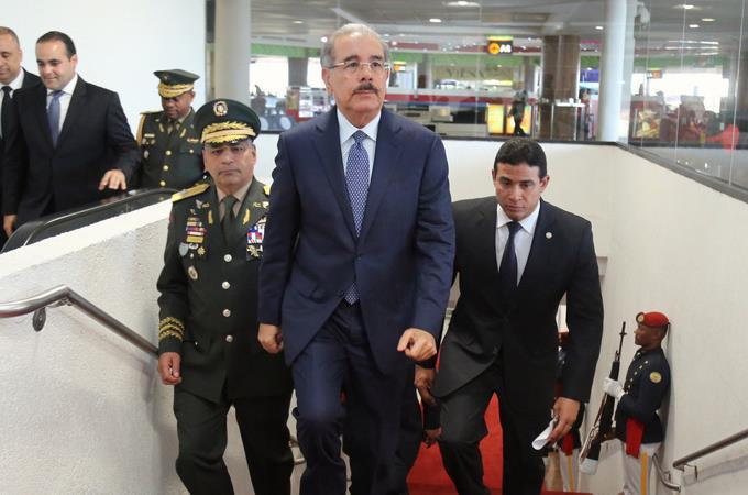 Presidente Medina parte a Suiza para participar en Foro Económico Mundial