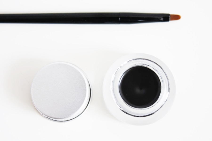 dobry czarny eyeliner