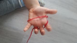mezgimas pirštais
