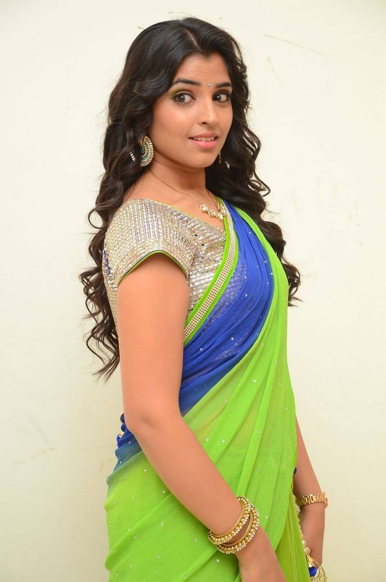 Telugu Anchor Shyamala Stills At Birthday Celebrations In Green Half Saree