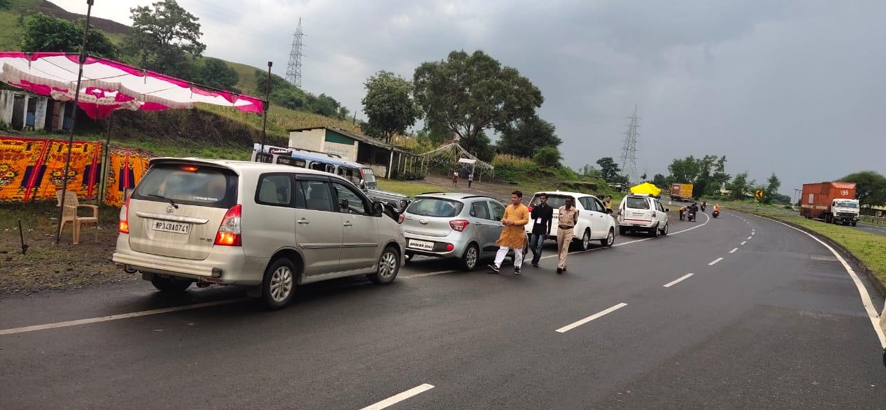 Jhabua News-एसएसटी दल एवं फ्लाइंग स्काॅट द्वारा चैक पोस्ट पर दिन-रात वाहनो की सघन चैकिंग जारी