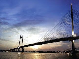 Puente colgante de acceso al puerto de Hai Phong (Vietnam)