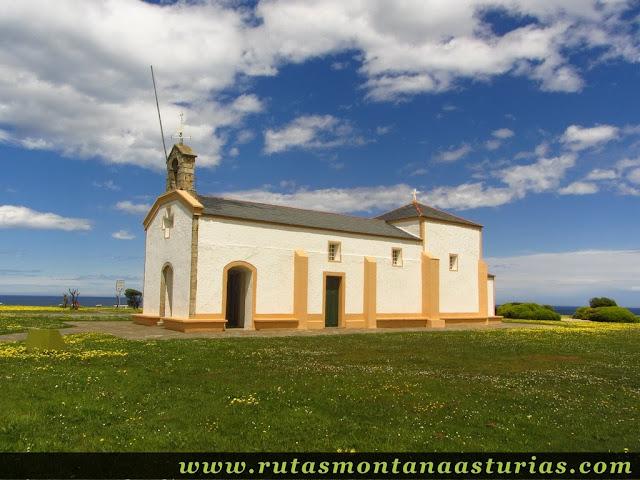Ermita de la Atalaya en Puerto de Vega