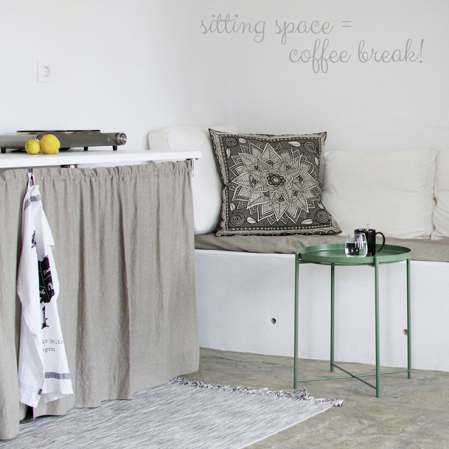 small kitchen sofa • the round button blog