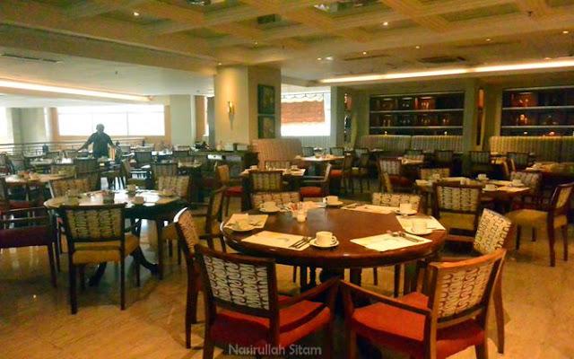 Seperti tempat lainnya, restoran pun masih sepi saat pagi