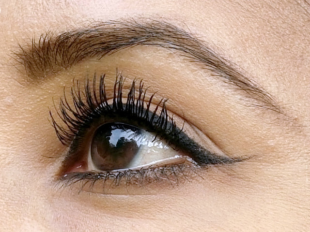 Maybelline The Colossal Volum' Express Mascara on the eye