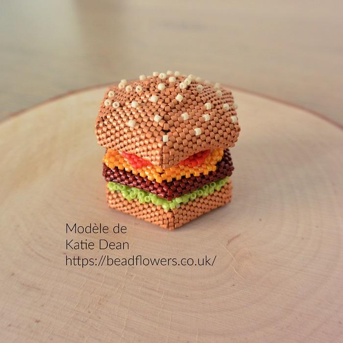 Boite burger en perles Miyuki, modèle Katie Dean tissée par Hello c'est Marine en peyote circulaire