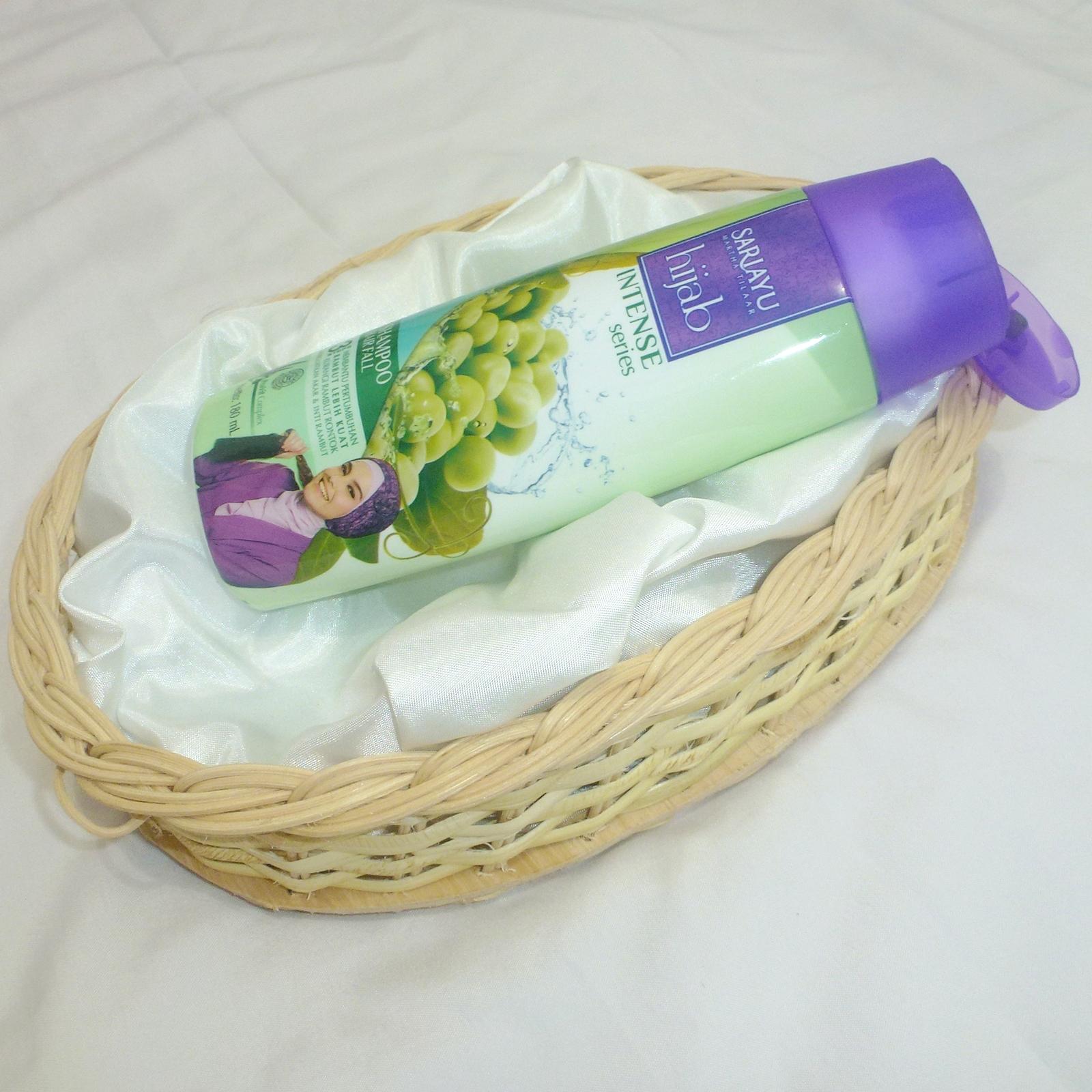 Review Sariayu Hijab Intense Series Hair Fall Shampoo Footnote Sari Ayu 180ml Packaging Ini Kombinasi Warna Hijau Muda Dan Ungu Yang Menurutku Perpaduan Warnanya Klop Juga Desainnya