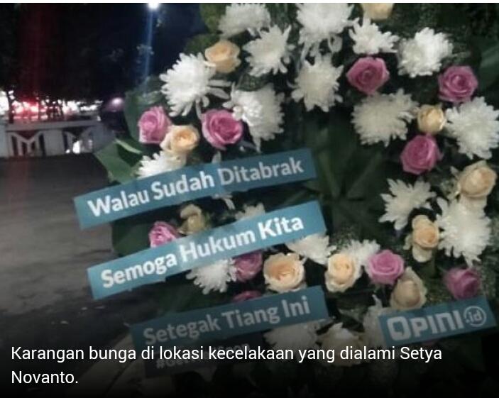 Kocak Parah! Tiang Listrik 'Korban' Setya Novanto Dikirimi Karangan Bunga