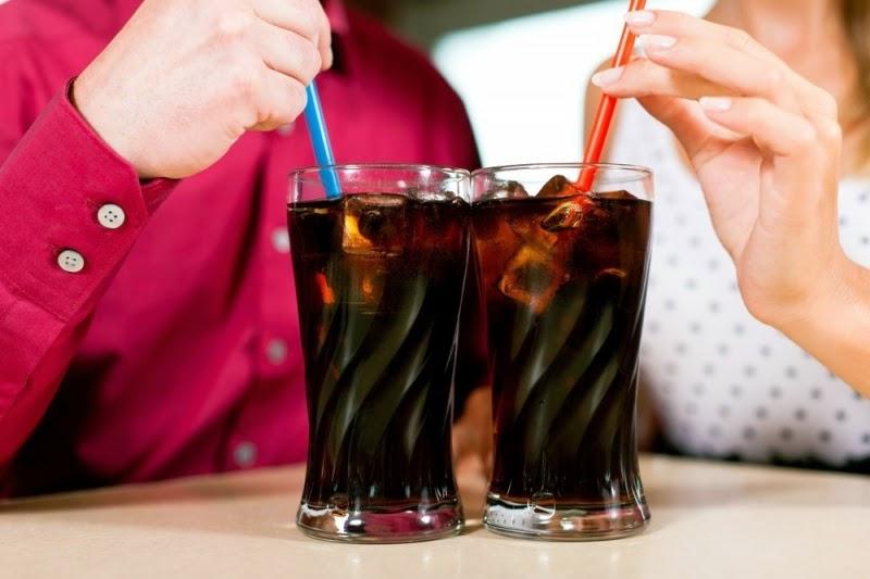 الاصابة بالقلب من اهم اضرار ومخاطر المشروبات الغازية