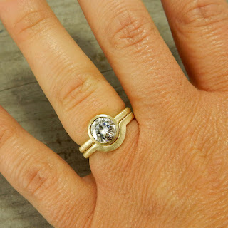 18k gold moissanite ring set