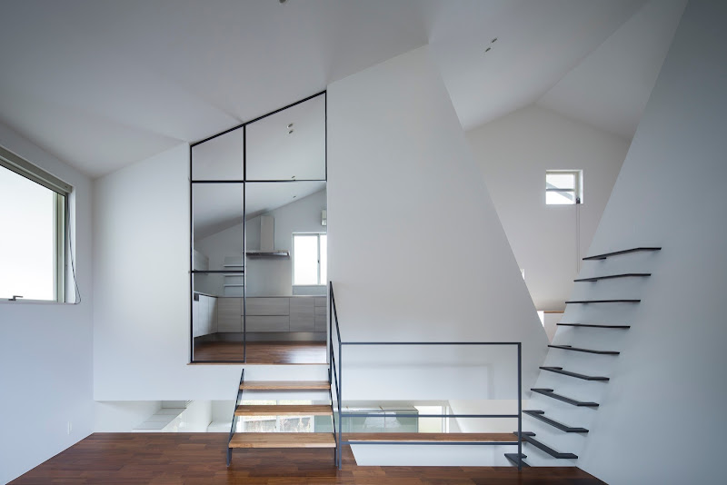 Stairs: House in Wakayama / Spray
