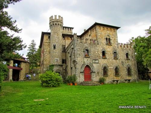 Il Castello Manservisi, a Castelluccio di Porretta