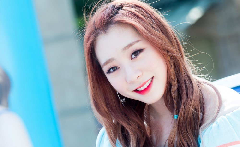 Reportedly Sick, Yeonjung Will Vacuum From All WJSN Activities