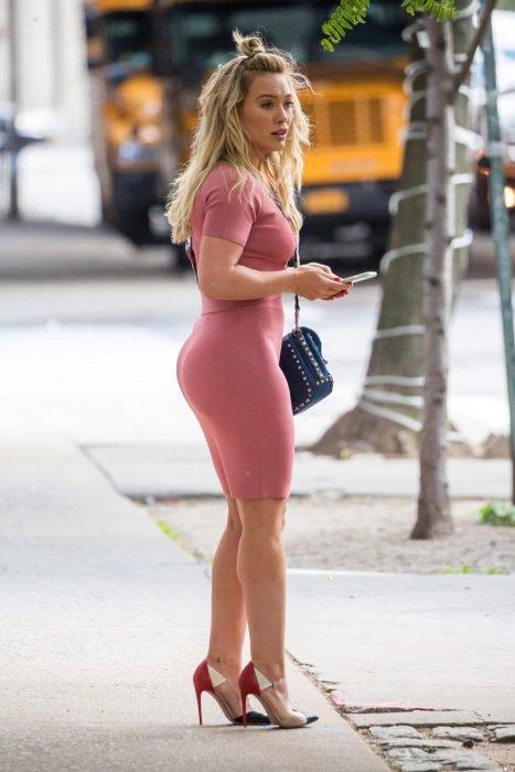Internet sorprendido por el nuevo trasero de Hilary Duff