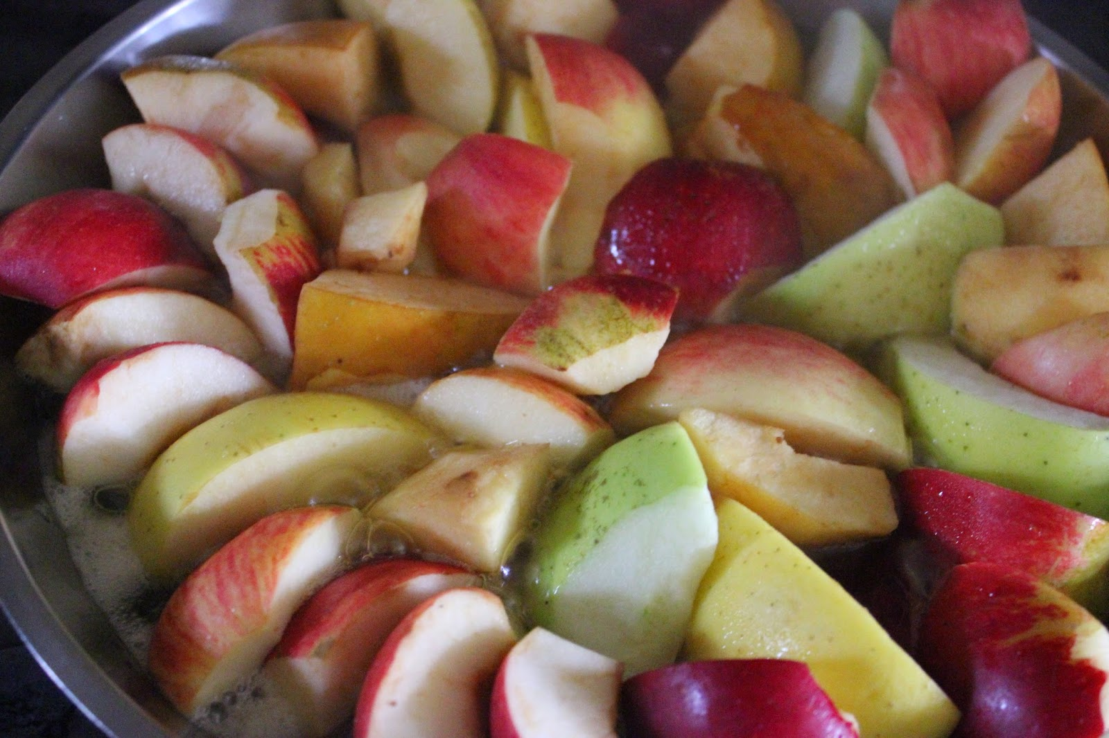 Tarte Tatin organic recipe - apples cooking